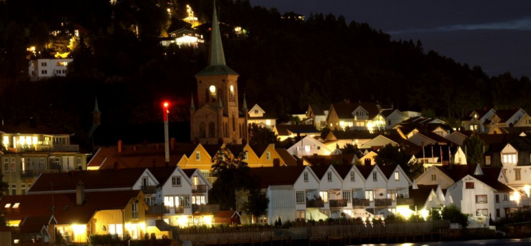 "Svelvik ""by night"". Foto: Heidi Havre"